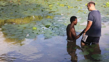 Andy Johnson prepares to baptize Herman Hien in the West African nation of Burkina Faso. – PHOTO BY ERIK TRYGGESTAD