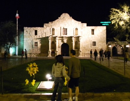 Tourists view the Alamo during the National Christian School Association annual conference in San Antonio. – PHOTO BY BOBBY ROSS JR.