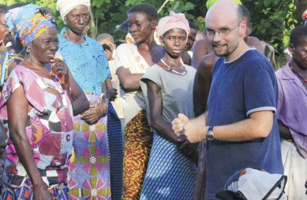 Andy Johnson talks about baptism with villagers in Burkina Faso in 2009. – PHOTO BY ERIK TRYGGESTAD