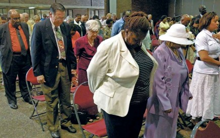 Detroit-area church members pray during a Unity Event for Christ worship assembly in 2008. – Photo by Bobby Ross Jr.