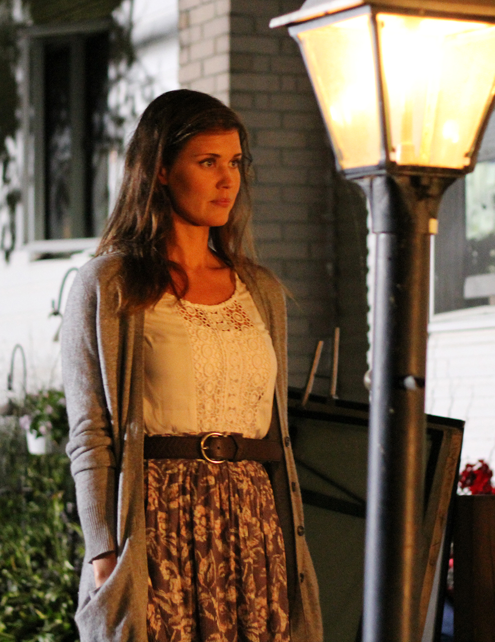 "Sarah Lancaster stars in ""Love Finds You in Sugarcreek"