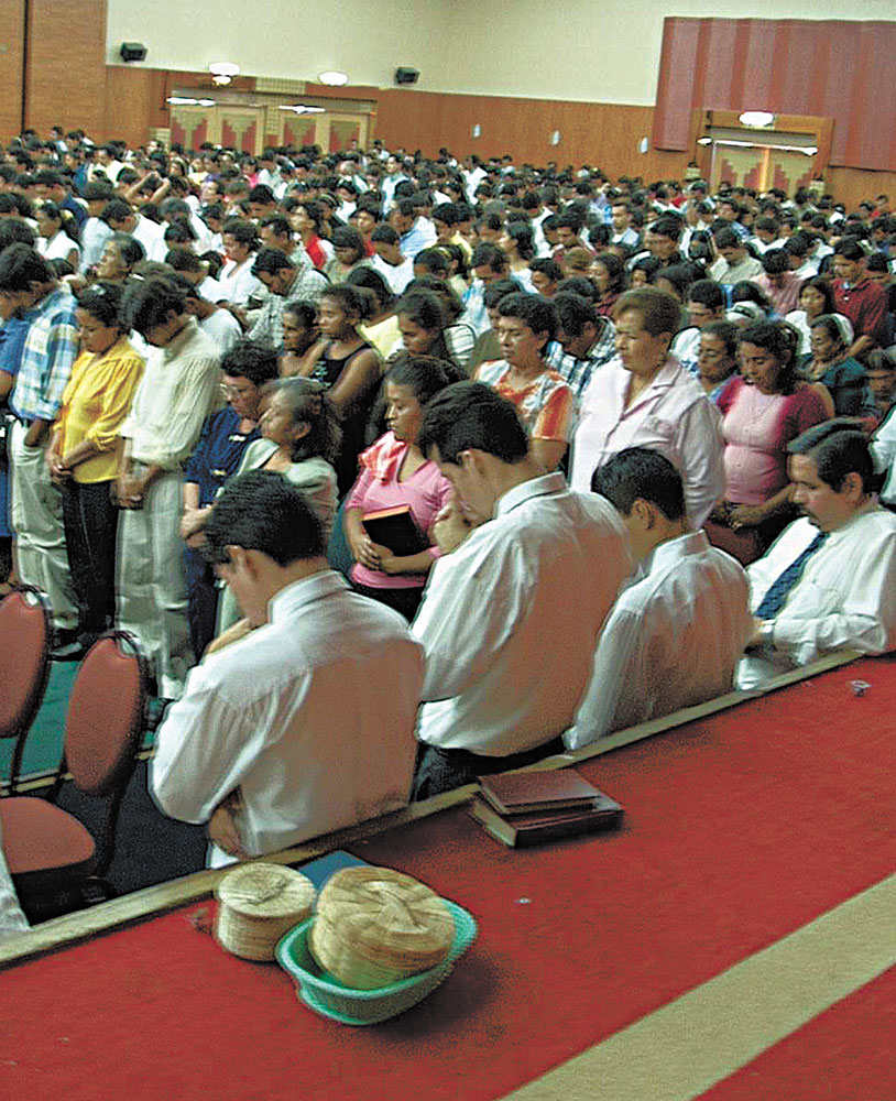 A gathering of Nicaraguan Christians at the Pan American Lectureship in 2002.