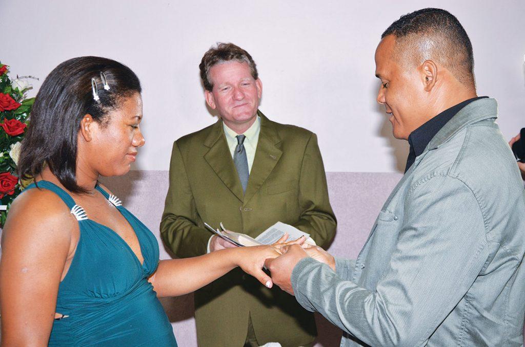 Allen Dutton Jr. helps a Brazilian couple renew their marriage vows.