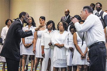 leads singing at the New England Lectureship. The lectureship drew more than 300 participants.