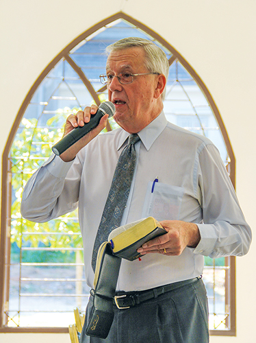 Winston Bolt teaches Bible class in Indonesian at the Batam Church of Christ.