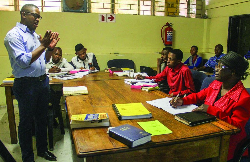 Zonge Xoshe teaches NationsUniversity material, designed for the internet, in Pretoria.
