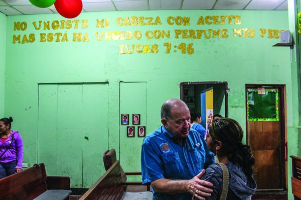 Benny Baker, who founded Misión Para Cristo, greets Marta Castro after a Bible study at the Jinotega Church of Christ in 2016.