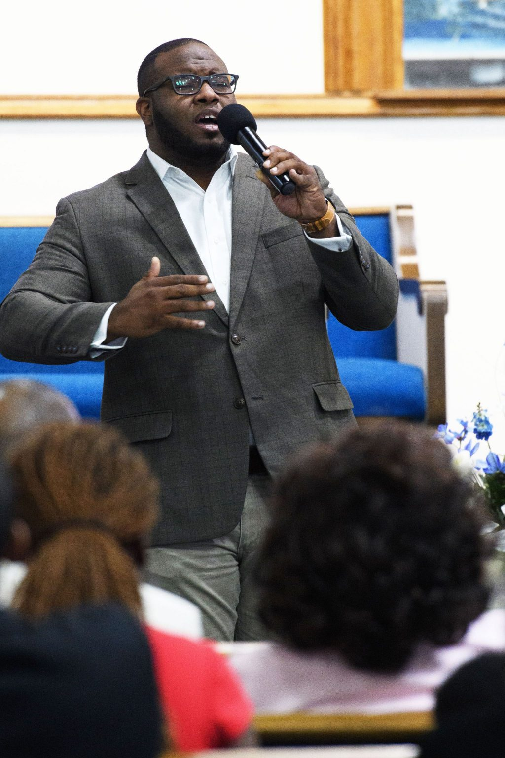 Botham Shem Jean sings at the Dallas West Church of Christ in fall 2017.