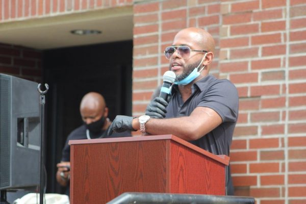 Orpheus Heyward speaks to the crowd about how to bring change in their community.