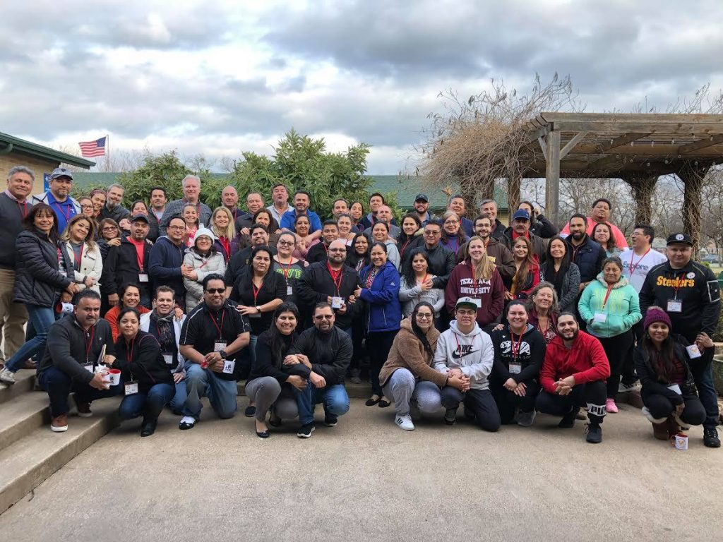 Misión:Matrimonio officially launched its public ministry by sponsoring its inaugural event: a Marriage Encounter in Spanish (Encuentro Matrimonial) at a retreat site in south Dallas for 27 couples from 7 DFW-area Hispanic churches.